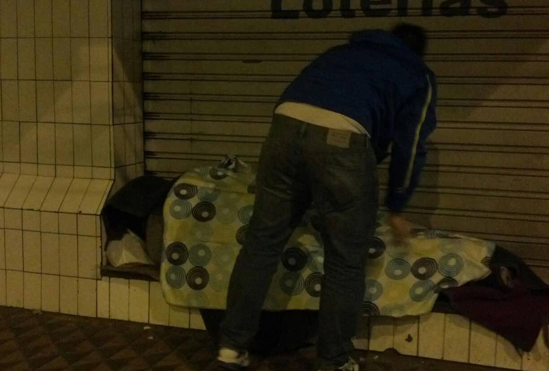 Quando compram um cobertor pra esquentar um morador de rua 4
