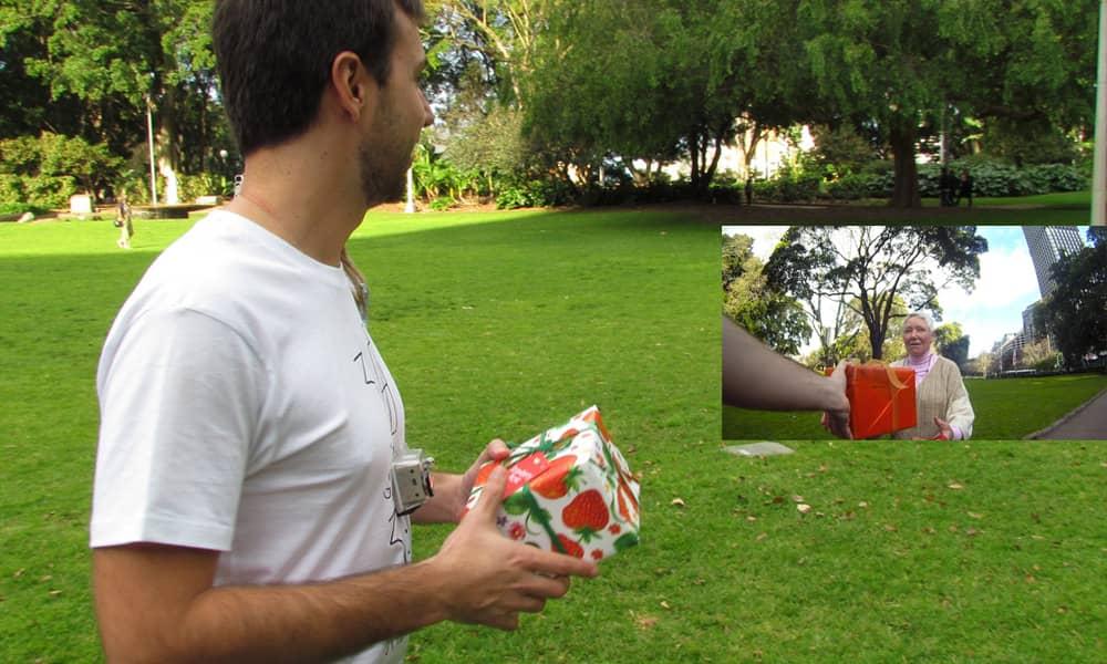 Brasileiro cria projeto do bem dando 30 presentes para 30 desconhecidos 17