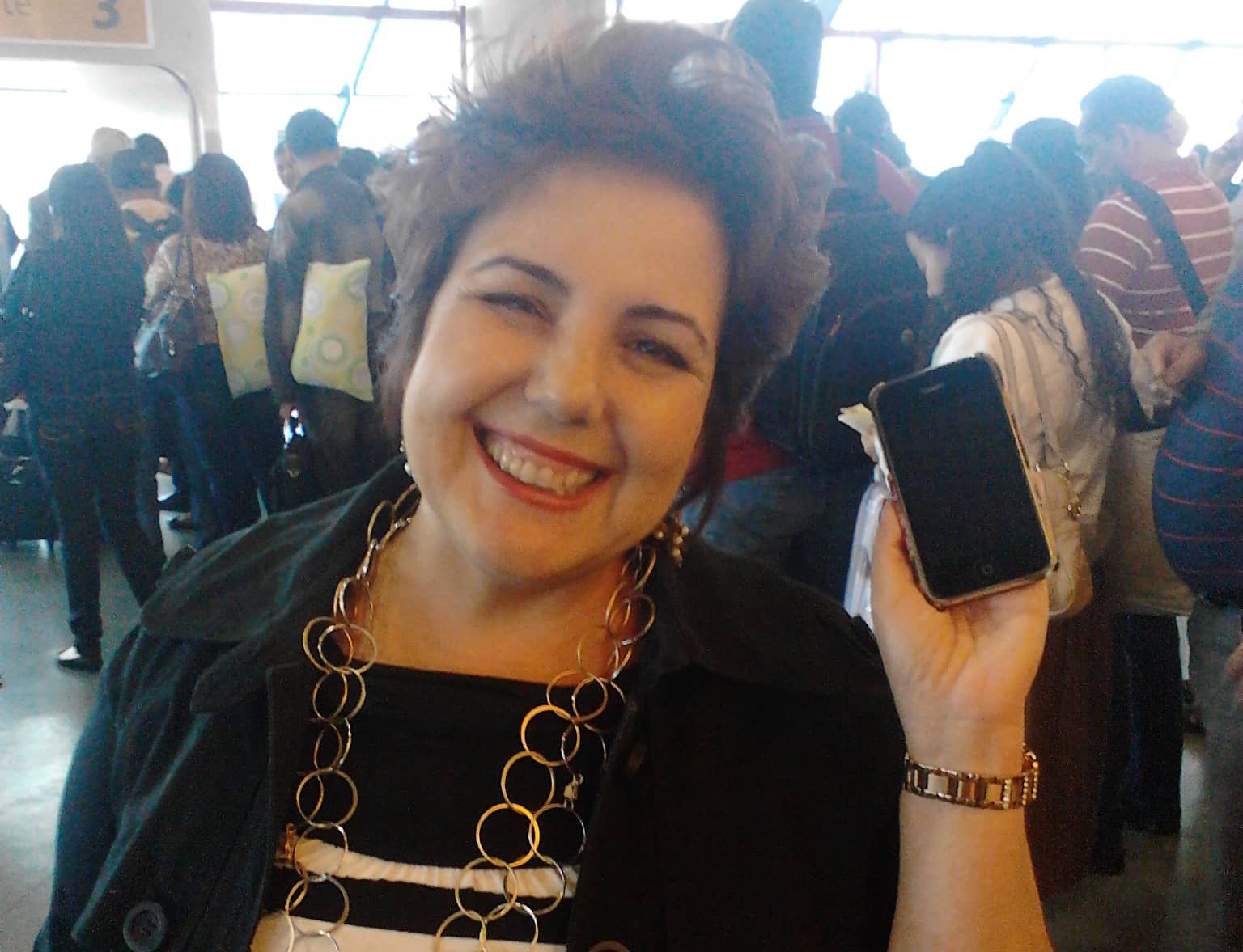Perdeu o iPhone no aeroporto, alguém encontrou, e deixou nos achados e perdidos 4