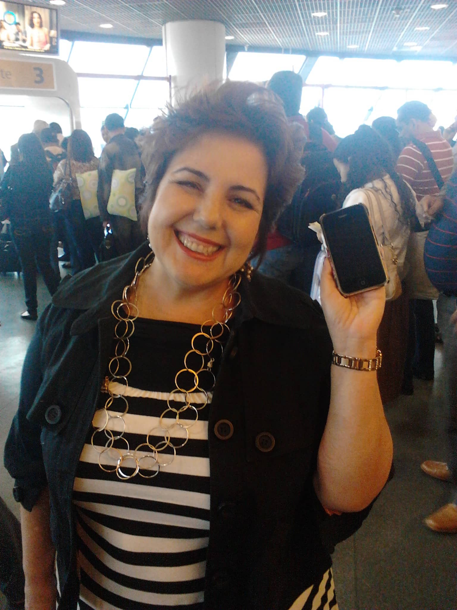 Perdeu o iPhone no aeroporto, alguém encontrou, e deixou nos achados e perdidos 3