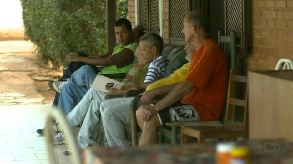 Em uma chácara, Bruno cuida de moradores de rua 4