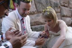 Casal faz um casamento em cada lugar do mundo por onde passa 1