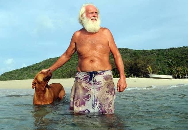 Ele largou a vida corporativa e foi viver sozinho numa ilha 3