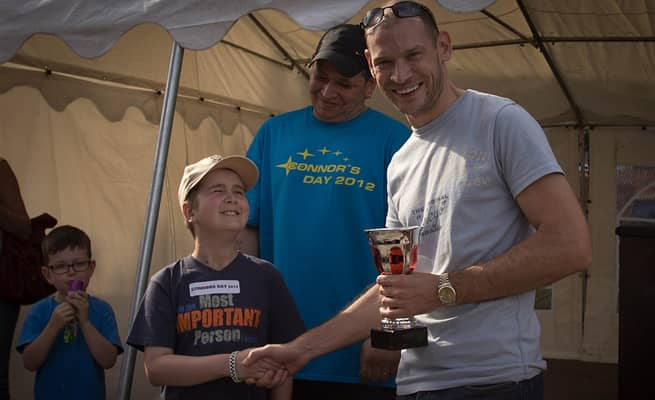 Pai realiza último desejo de filho ao reunir mais de 1.000 carros em encontro 3