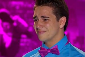 Jovem gago surpreende e emociona a todos na audição do American Idol 1