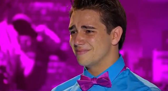 Jovem gago surpreende e emociona a todos na audição do American Idol 8