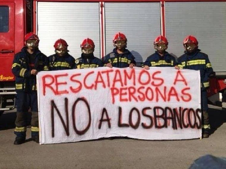 Bombeiros espanhóis se recusam a despejar senhora de 85 anos 2