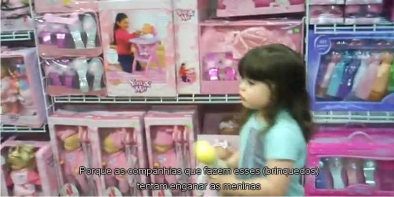 Menina questiona o sexismo da indústria de brinquedos 4