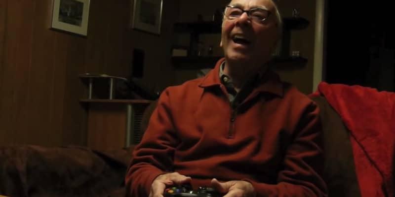 """Este vovô jogando """"Call of Duty"""" vai te arrancar boas risadas 3"""