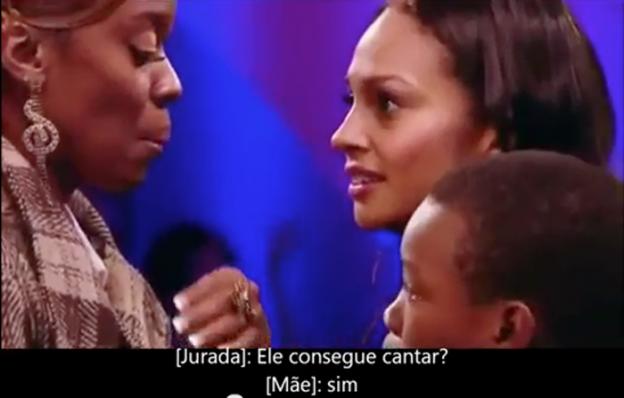 Mãe acalma filho durante audição do Britains Got Talent 4
