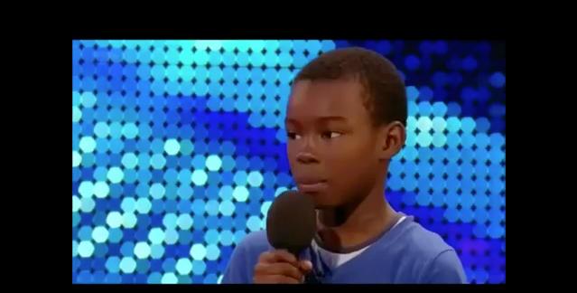 Mãe acalma filho durante audição do Britains Got Talent 3
