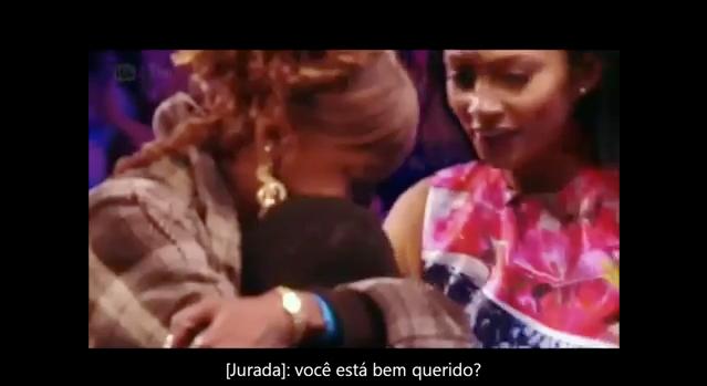Mãe acalma filho durante audição do Britains Got Talent 6