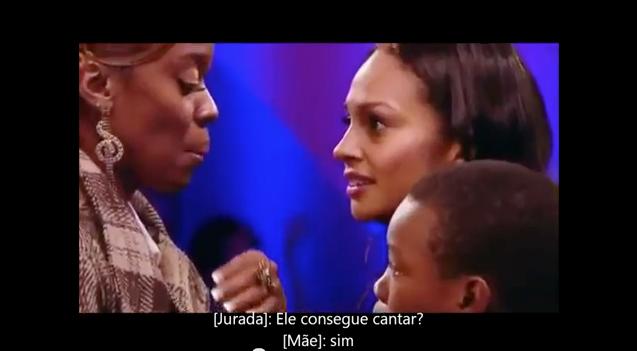 Mãe acalma filho durante audição do Britains Got Talent 7