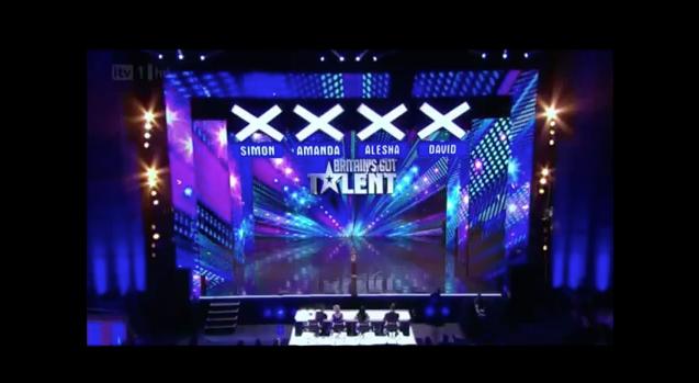 Mãe acalma filho durante audição do Britains Got Talent 9