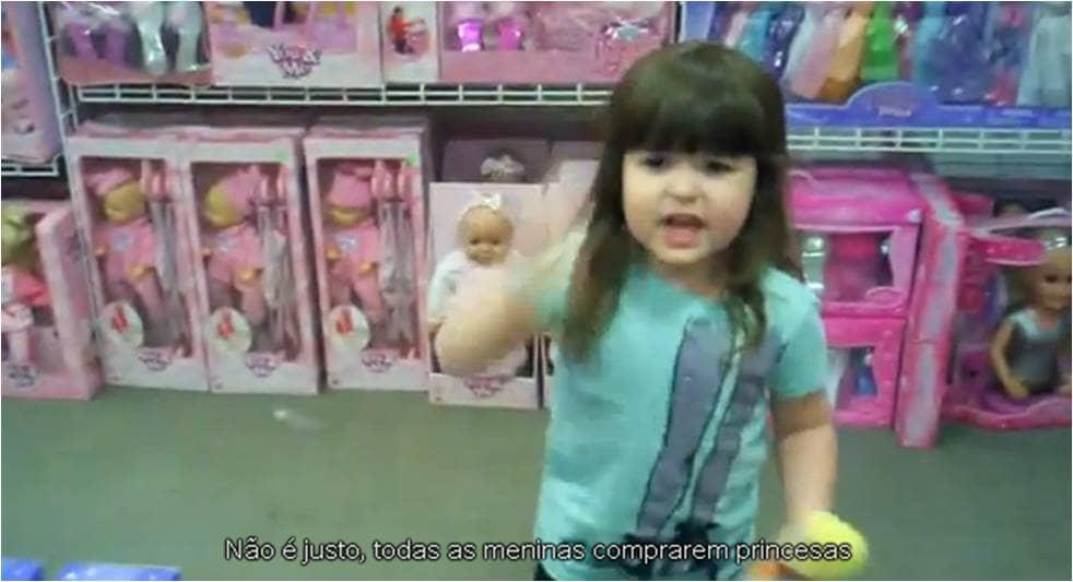 Menina questiona o sexismo da indústria de brinquedos 1