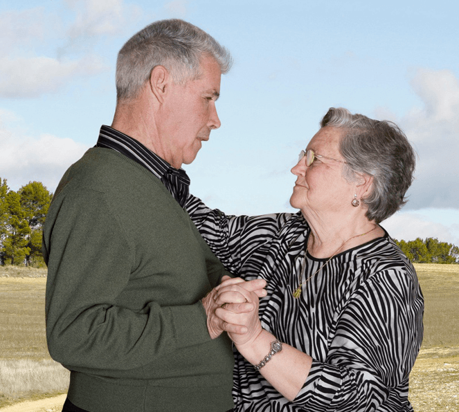 Fotógrafa registra a cumplicidade e a intimidade de casais idosos dançando 16