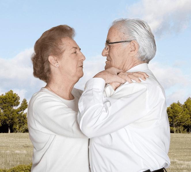 Fotógrafa registra a cumplicidade e a intimidade de casais idosos dançando 18