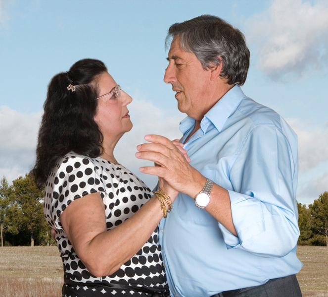 Fotógrafa registra a cumplicidade e a intimidade de casais idosos dançando 24