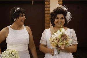 Mesmo com câncer, Fabi não adia o lindo casamento com Mari 1