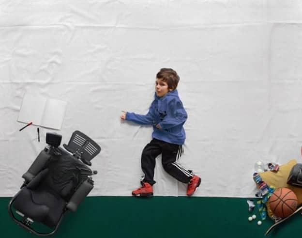 Fotógrafo transforma sonhos de um garoto com distrofia muscular em realidade 3