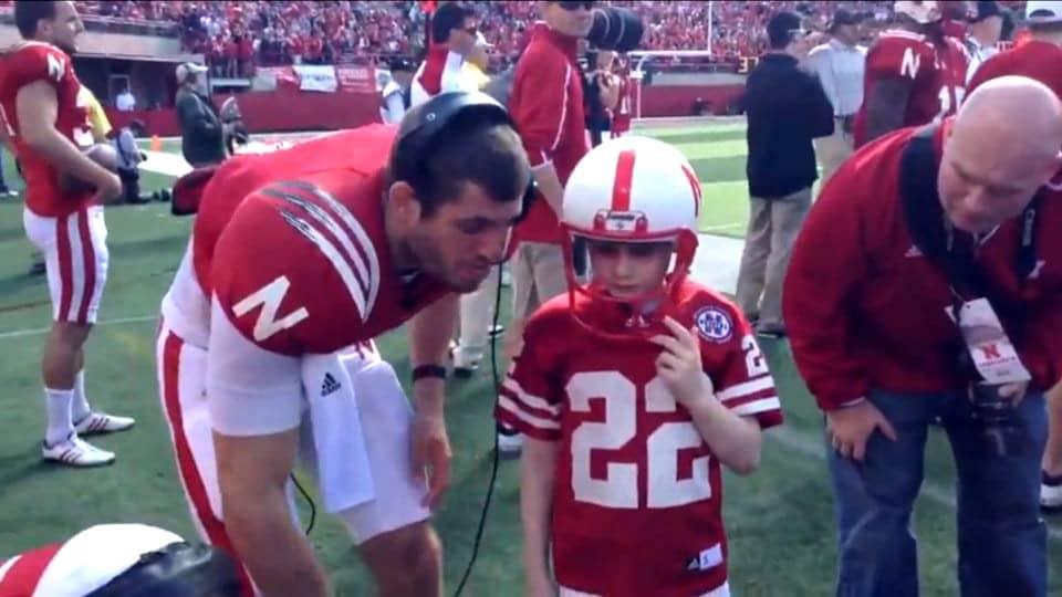 Jogadores e torcidas adversárias se unem para proporcionar a vitória a um garoto de 7 anos com câncer 1