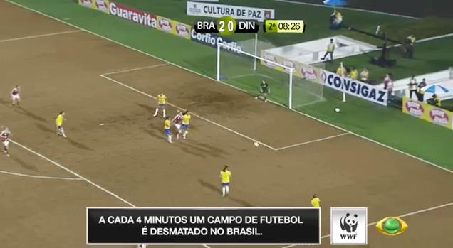 """WWF """"desmata"""" campo de futebol ao vivo durante jogo da Seleção Brasileira 4"""