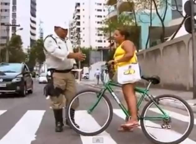 Conheça um guarda de trânsito que ensina as pessoas através da educação e não da punição 2