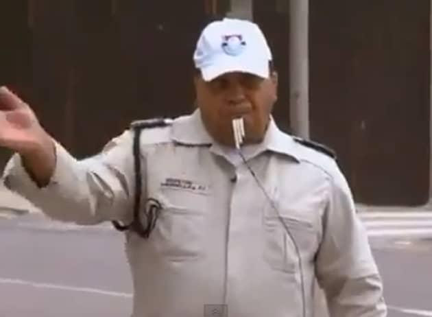 Conheça um guarda de trânsito que ensina as pessoas através da educação e não da punição 3