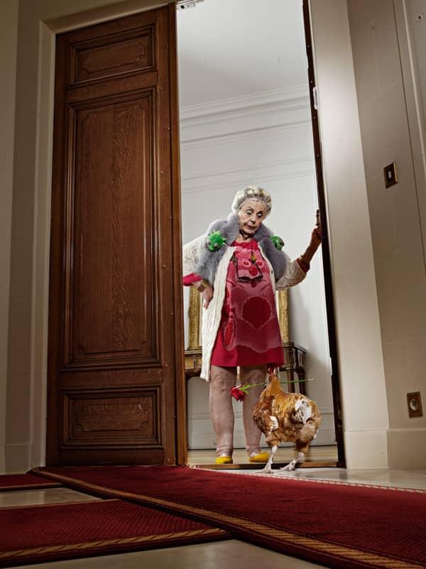 Neto fotógrafo faz série divertida de sua vó com um galo, para tirá-la da depressão 4