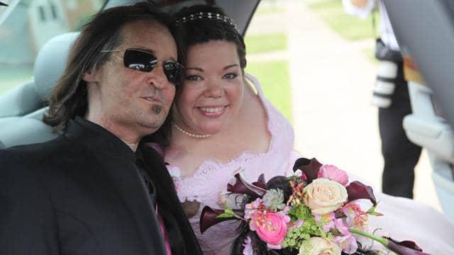 Primeiro americano a fazer transplante completo de rosto se casa 8