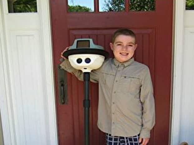 Robô ajuda menino que não podia sair do hospital a conviver com sua família 3