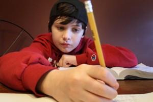 Menino autista de 14 anos faz mestrado em física quântica 1