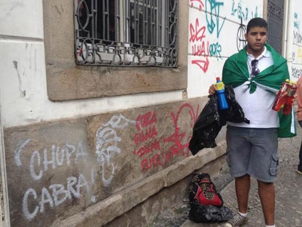 Estudantes vão ao Centro do Rio para remover marcas de protesto feitas por vândalos 2