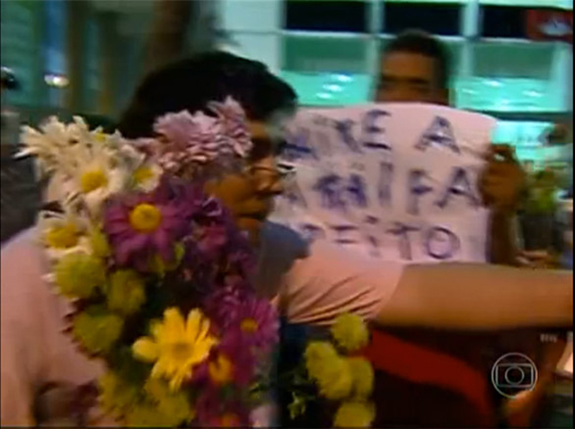 manifestantes-dao-flores-fe-no-brasileiro