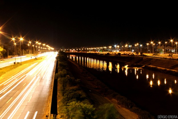 Herói anônimo ajuda motorista em plena Marginal Tietê 2
