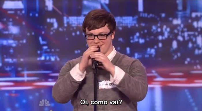 Mesmo sendo expulso de casa por ser gay, rapaz continua sonhando e canta no American Got Talent 3