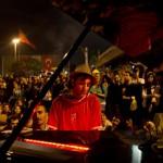 Após dias de confrontos violentos, pianista leva noite de paz à Turquia 10