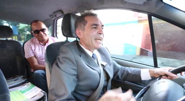 Taxista oferece bebida e aplausos aos passageiros 1