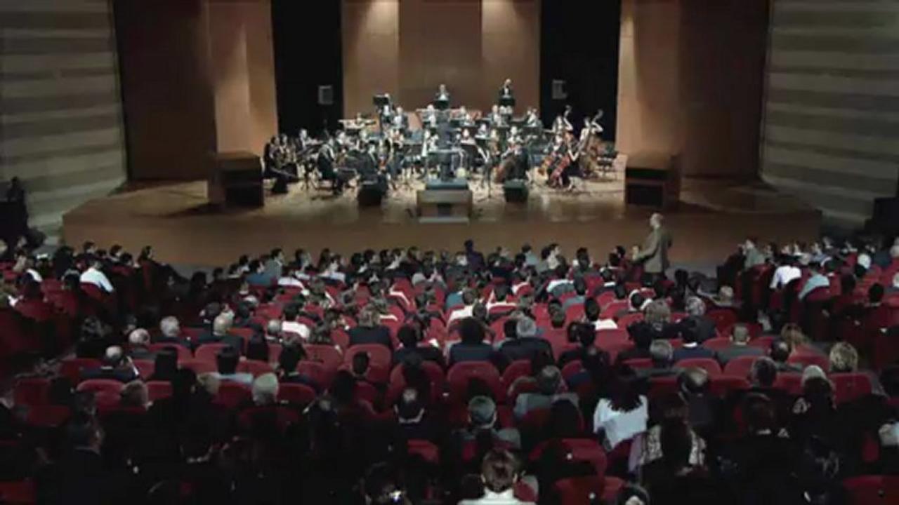 Jogadores convidados para assistir a um concerto de música clássica são surpreendidos 7