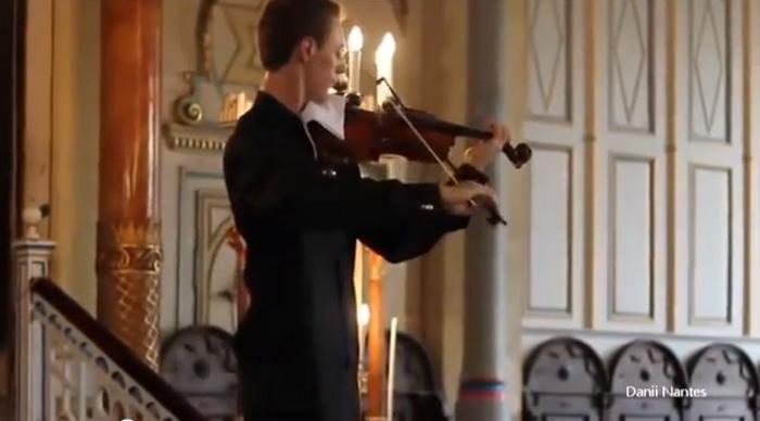 Celular toca no meio do concerto de violino e vejam o que fizeram... 3