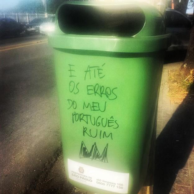 Jornalista espalha letras de Roberto Carlos pelas ruas de São Paulo 4
