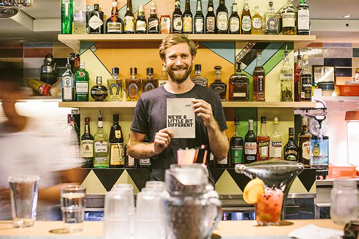 Nesse bar, quanto mais você bebe mais você ajuda entidades beneficentes 2