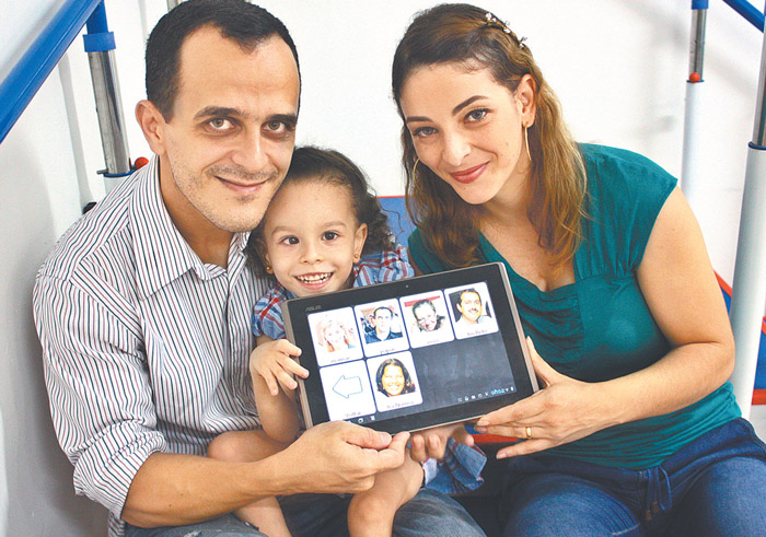 O pai que criou um aplicativo para se comunicar com a filha com paralisia cerebral 3