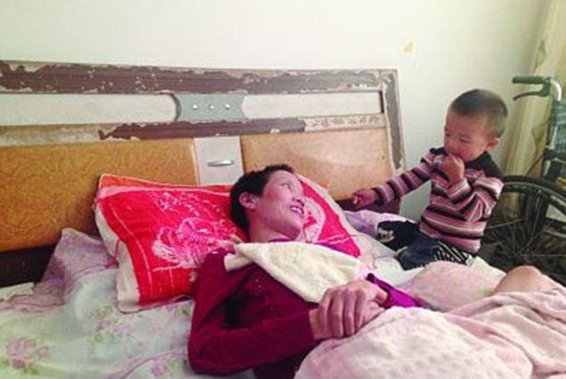Son Gao Qianbo with mother Zhang Rongxiang