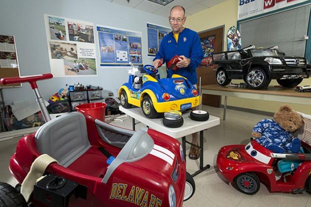 Professor faz carro que ajuda crianças com deficiência a explorar o mundo 4