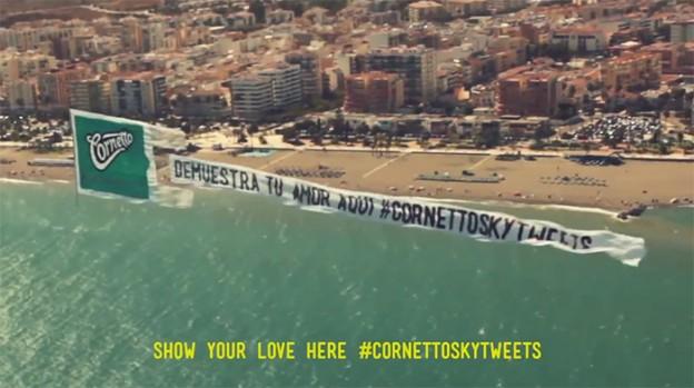 Cornetto usa aviões para compartilhar tweets apaixonados 1