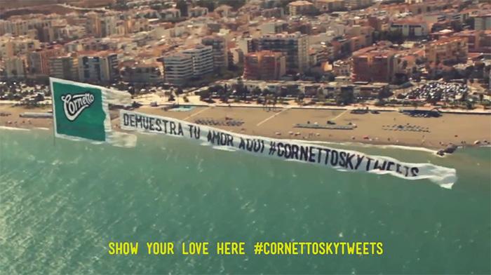 Cornetto usa aviões para compartilhar tweets apaixonados 3