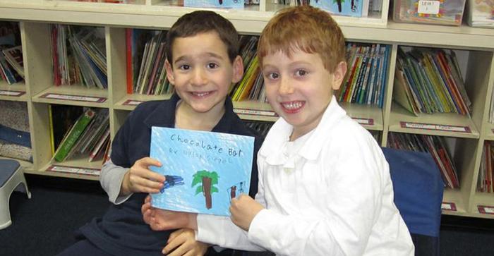 Garoto de 6 anos escreve livro e arrecada dinheiro para ajudar amigo doente 3