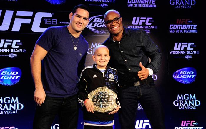 Fã de esportes, garoto com câncer ganha cinturão do UFC e apoio de Anderson Silva 2