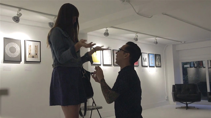 Designer pede namorada em casamento usando 19 posters tipográficos 3